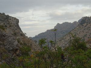 Torcal desde el cauce del río Albanchez