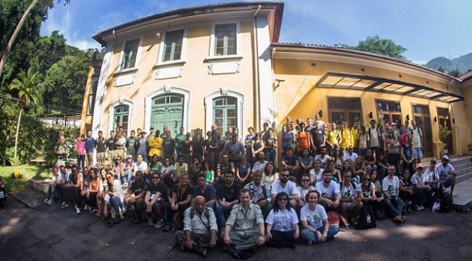 Ação voluntária de plantio de espécies nativas da Mata Atlântica no Parque Nacional da Tijuca
