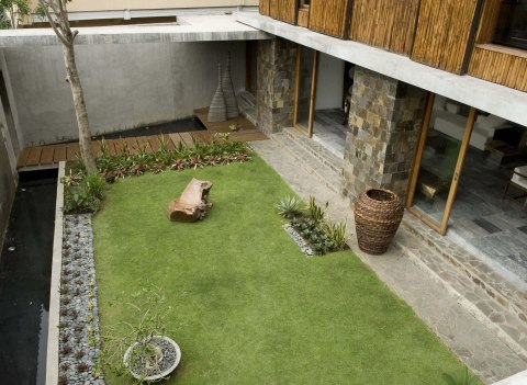 Courtyard House - Atelier Sacha Cotture