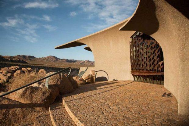 arquitectura high desert house Kendrick Bangs Kellogg fotografía de lance gerber exterior escaleras