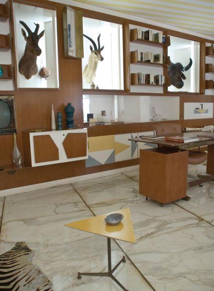 Arquitectura_Villa Planchart _G.Ponti _imagen del salon con trofeos de caza
