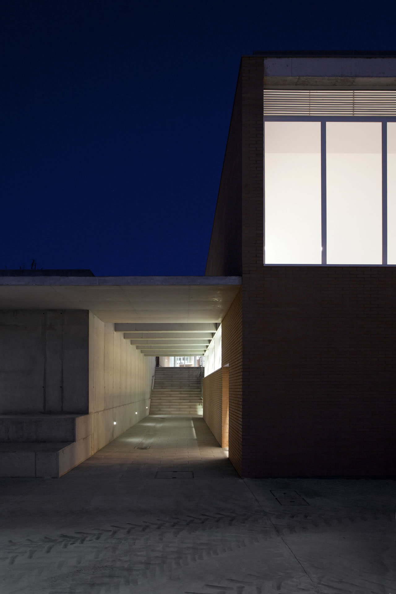 Colegio de Educación Infantil y Primaria Nº52 - Fernandez Soler Monrabal Arquitectos