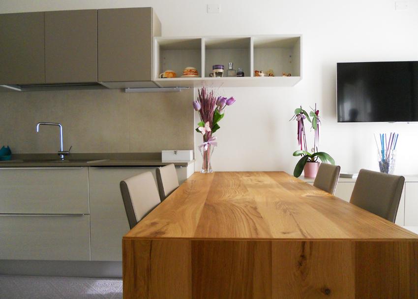 Cucina con Tavolo Penisola in Rovere Nodato  Arredamenti Barin