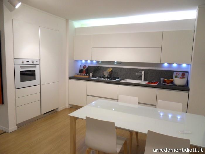Cucina moderna Sfera con gola curva e pensile elettrico