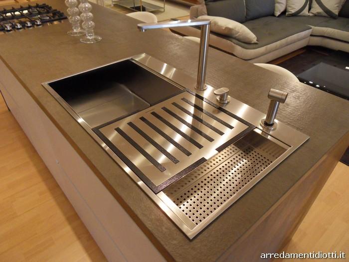 Cucina moderna Logica con isola in rovere carbone  DIOTTI