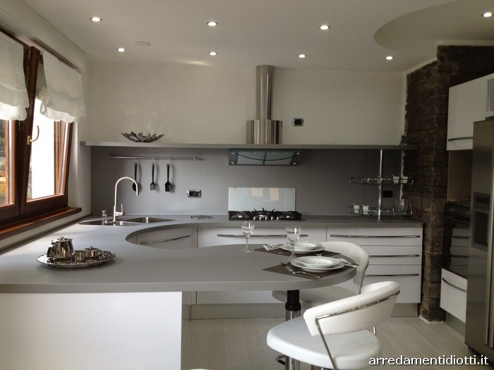 Cucina bianca lucida con top curvo Skyline  DIOTTI AF