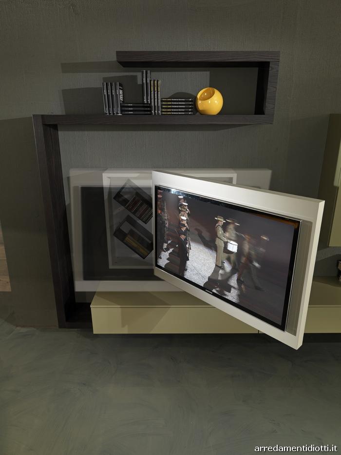 Soggiorno con porta tv rack orientabile Creative side  DIOTTI AF Arredamenti