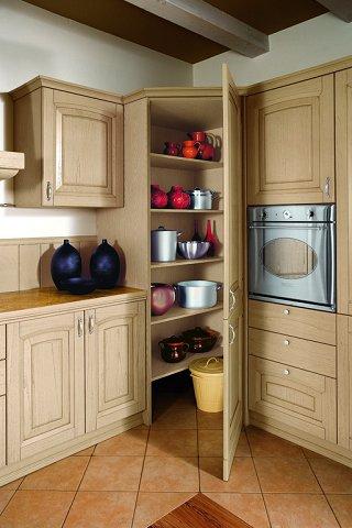 angolo dispensa cucina scaffali illuminazione