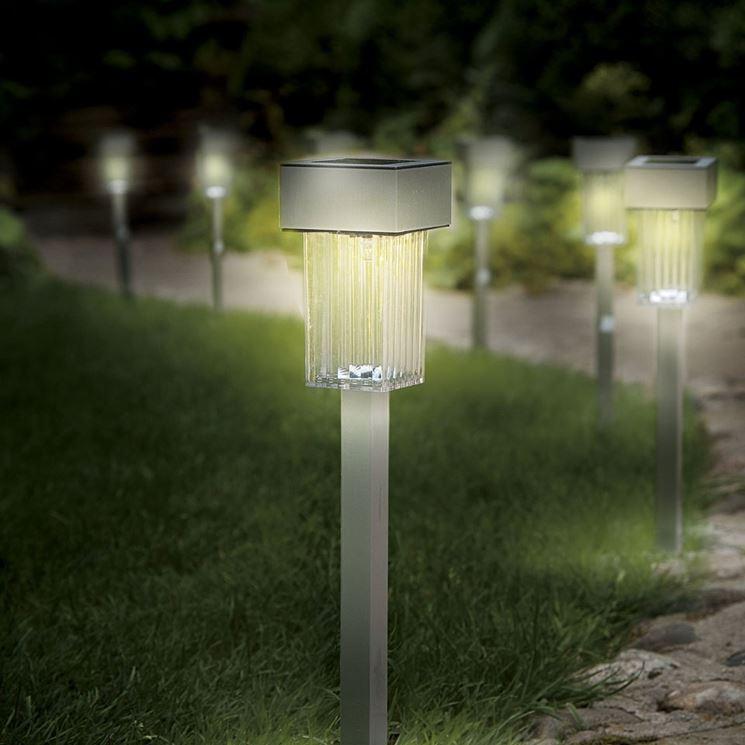 Lampade solari da esterno  illuminazione giardino