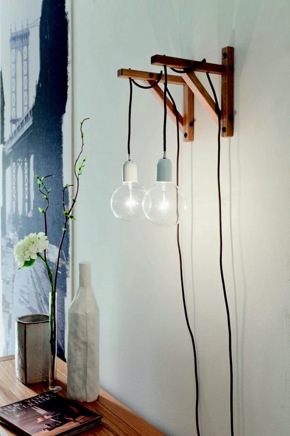 Lampada a parete di Altacorte con angolo in legno a muro