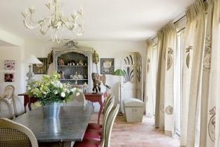 Soggiorno provenzale mobili pareti e pavimenti
