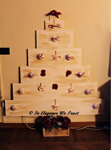 Puoi infatti acquistare cio che non riesci a cerare da sola. Come Costruire Un Albero Di Natale In Legno In Stile Shabby Chic Arredamento Provenzale