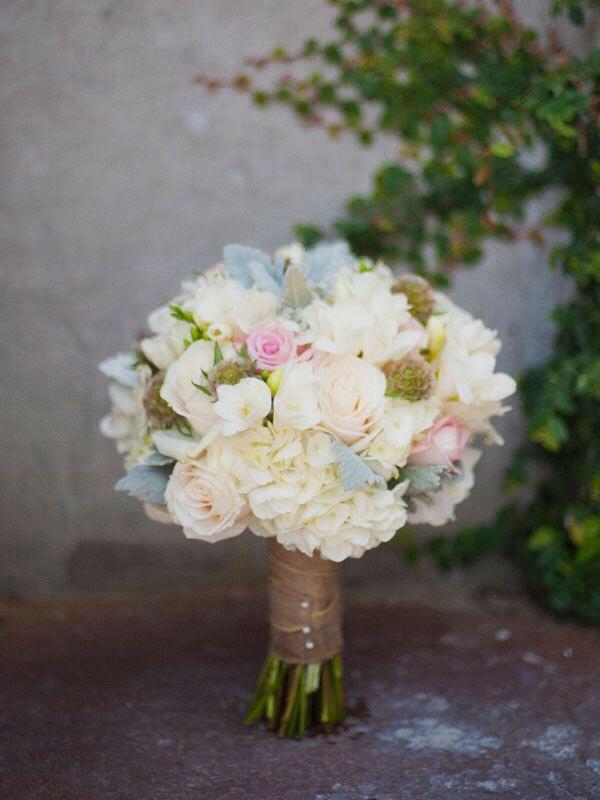 Idee e consigli per il bouquet della sposa nel matrimonio