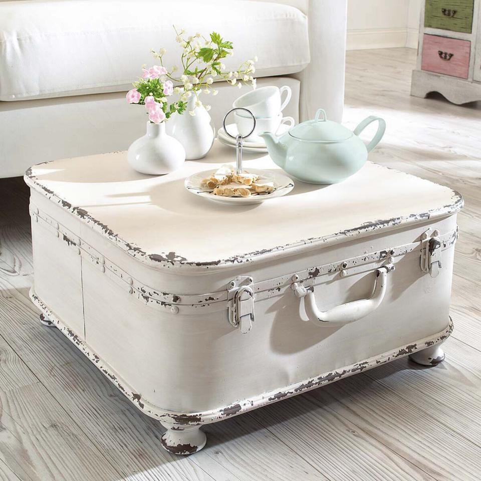 Tris tavolini legno tavolo tavolo shabby chic bianco provenzale. Tavolino Da Caffe Con Vecchia Valigia Shabby Chic Arredamento Provenzale