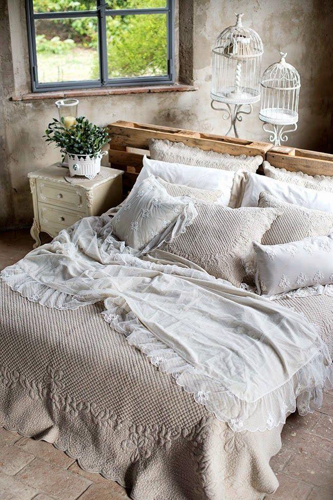 La camera da letto Shabby Chic provenzale e country