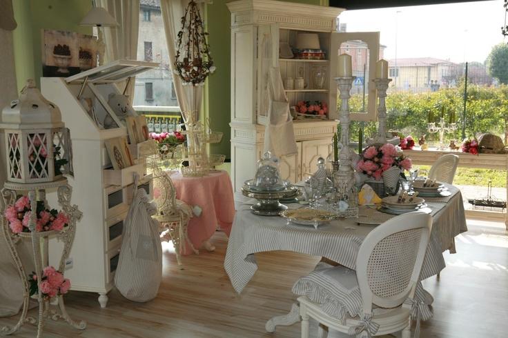 Ispirazioni outdoor in stile Shabby Chic da Dalani e Blanc Maricl  Arredamento Provenzale