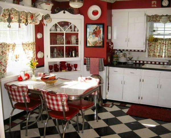 red and white vintage kitchen Le sedie da cucina in stile Shabby Chic - Arredamento