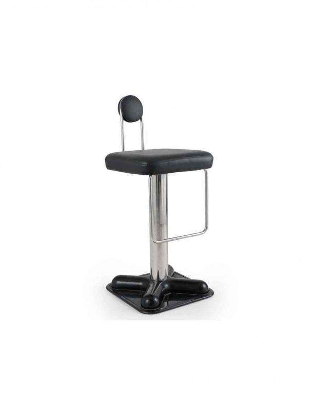 Le sedie possiedono un basamento rotondo in fusione di metallo verniciato nero e scocca in vetroresina con pennellate dorate, alla quale è abbinato un cuscino schiumato rivestito di tessuto. Sedie Anni 70 Sgabelli Sedie Pieghevoli Leggere
