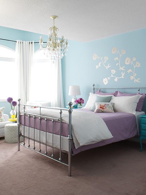 Il colore lilla è molto indicato per le camere da letto perché è distensivo e può riuscire nel realizzare una zona pacifica e rilassante. Camera Da Letto Arredare Con Colori Freddi Arredativo Design Magazine