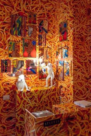 seletti-wears-toiletpaper-pop-up-gallery-rug-show-10-antinori