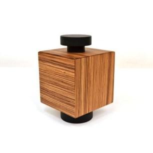 scatola-numerata-modello-teresa-designer-ettore-sottsass-produttore-serafino-zani-italia-anno-2004-colore-fantasia-in-legno-s239-08b_005