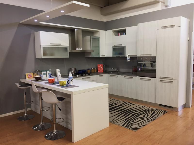 Cucina ad angolo con penisola  Arredamento Mobili ArredissimA