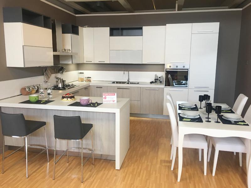 Cucina moderna angolare con penisola  Arredamento Mobili ArredissimA