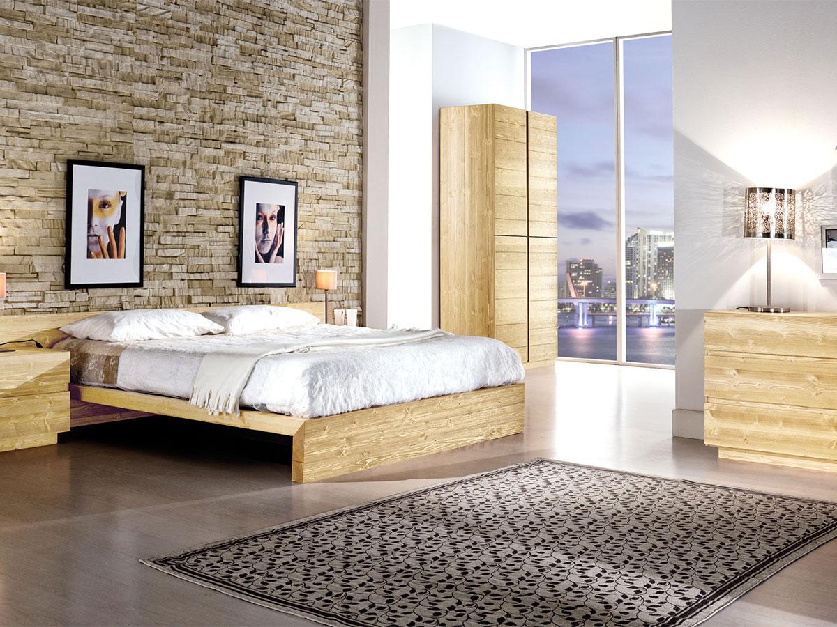 Camera matrimoniale in legno massello  Arredamento Mobili