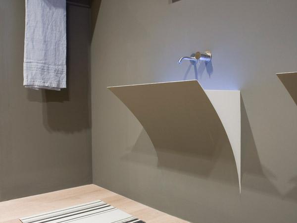 Domenico De Palo con Antonio Lupi per il lavabo Strappo
