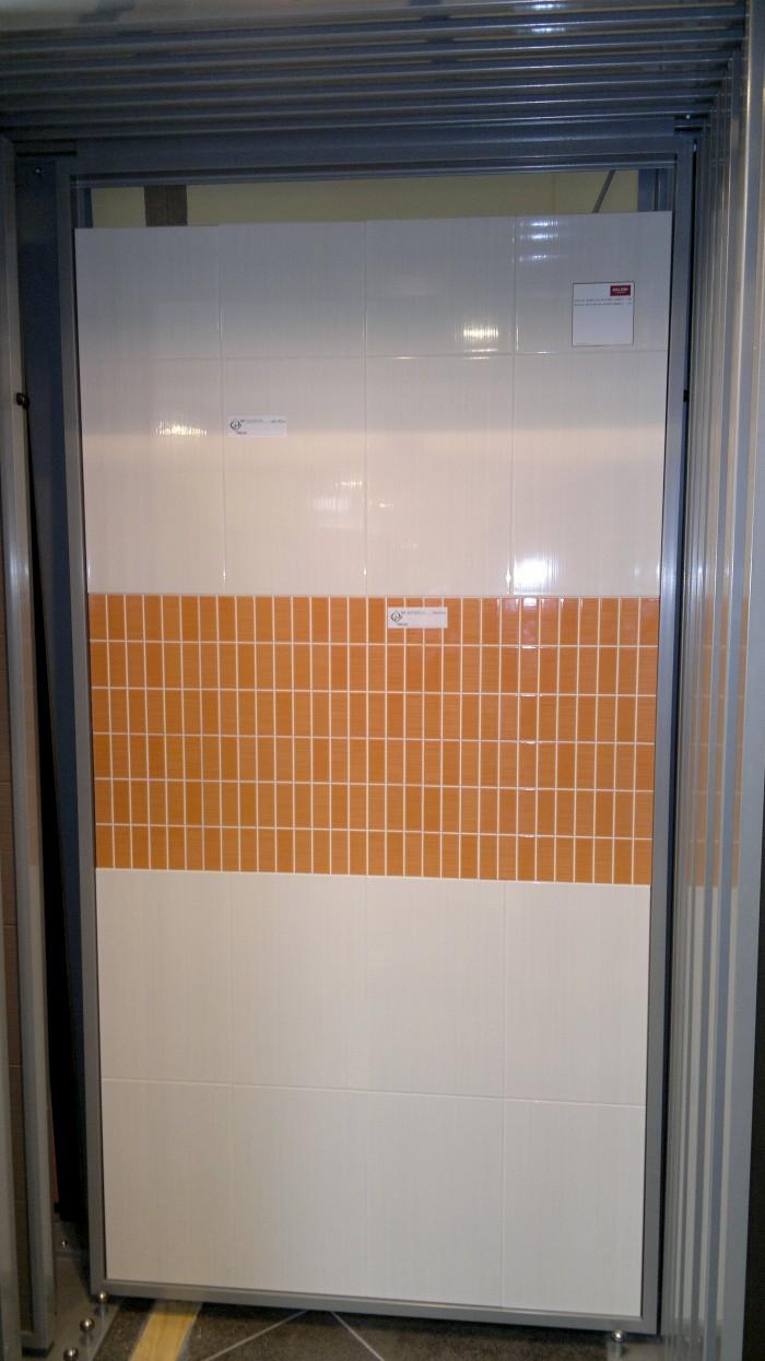 Stock Piastrelle Bagno Moderno Bagno Con Piastrelle Bianco Rossi E Nero U Foto Di Anhoog With