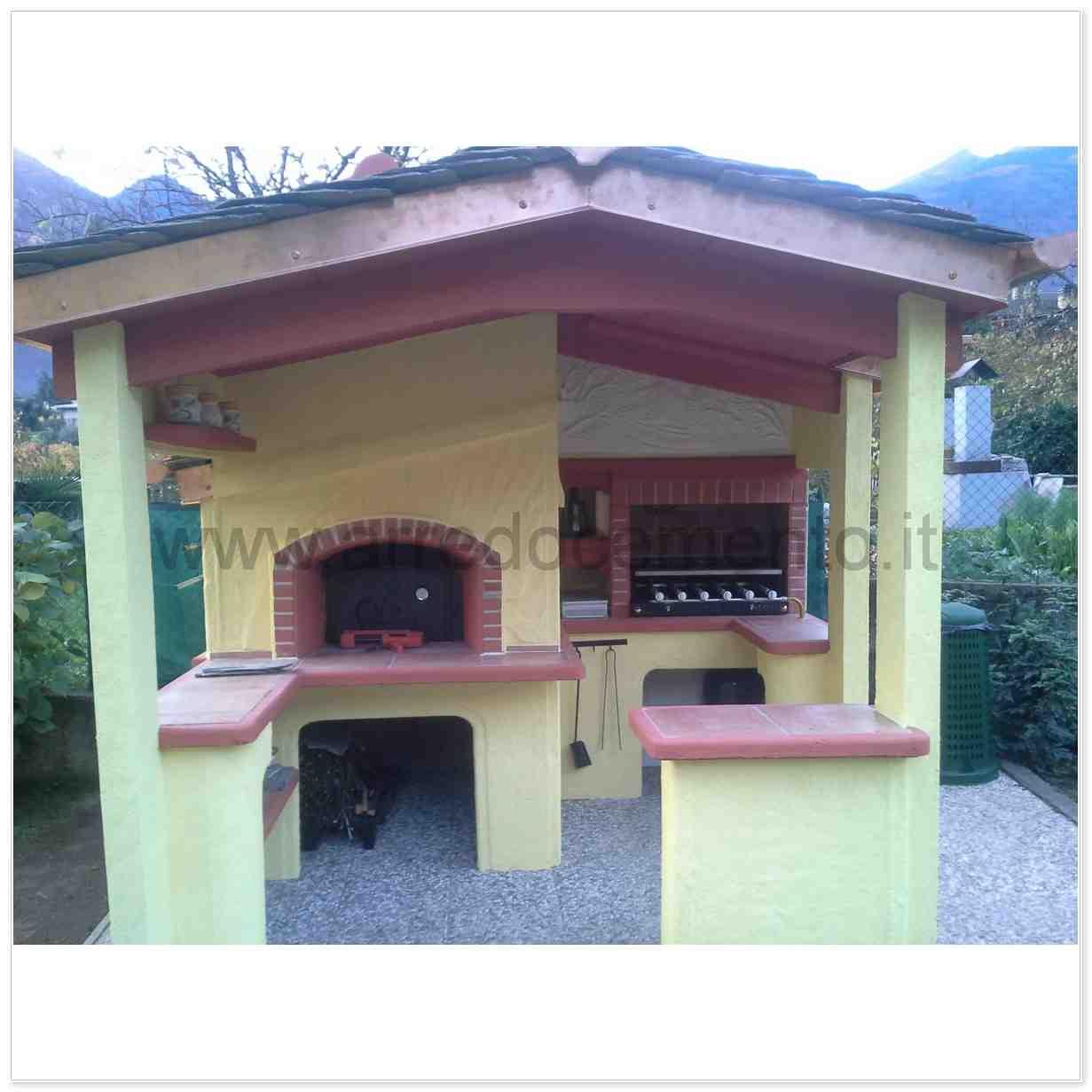 Forno E Barbecue A Legna Italia Cm280x270x280h In Cemento Verniciato Bianco E Rosso Completo Di Griglia E Accessori