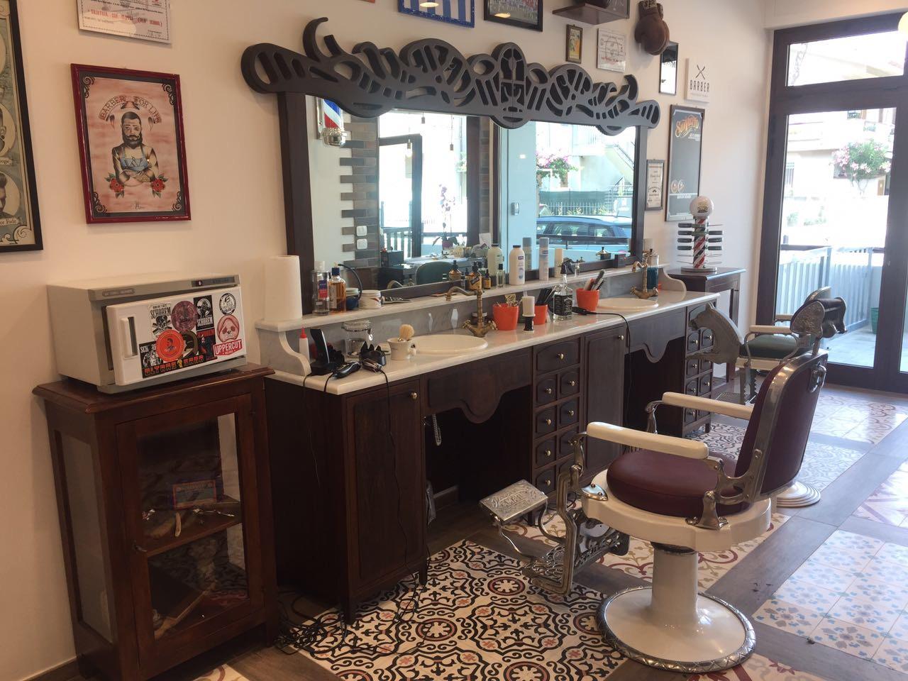 Lo studio in zona tuscolano a roma è a disposizione per consulenze e interventi completi per l'allestimento ed il rinnovo di negozi per parrucchieri e. Arredo Design Group Home