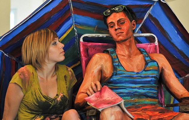 Artista Pinta A Pele Dos Modelos Para Fazê-Los Parecer Com Pinturas Em Tela