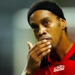 Flamenguista ensina como tirar nome de Ronaldinho da Camisa