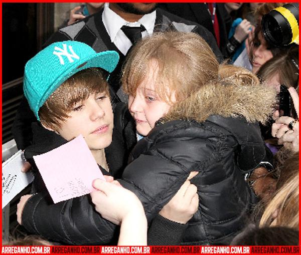 10 Fotos que Provam que Justin Bieber Ama (ou Não) suas Fãs - 06