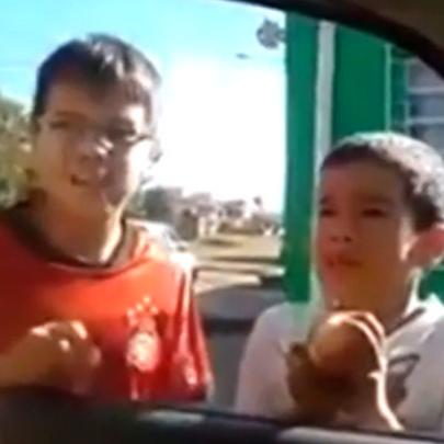 Meninos pedem perdão ao Policial por passar trote na delegacia