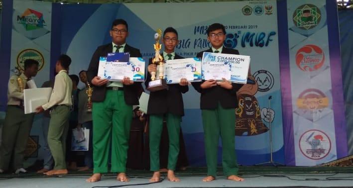 Siswa SMP Ar Rohmah Juara Bahasa Inggris Tingkat Jawa Timur 4