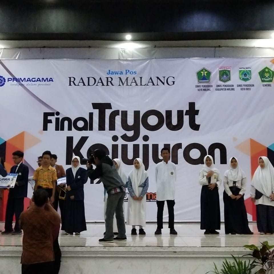 Siswa Lembaga Pendidikan Islam SMP Ar Rohmah Juarai Try Out Kejujuran Radar Malang 2019