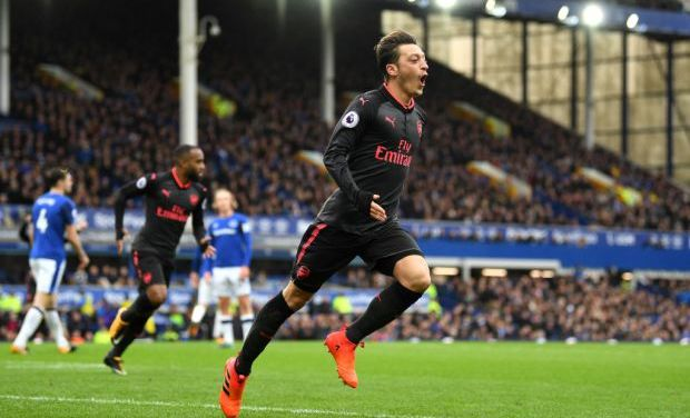 24-goal ace tells friends he will complete Arsenal transfer, amid United interest