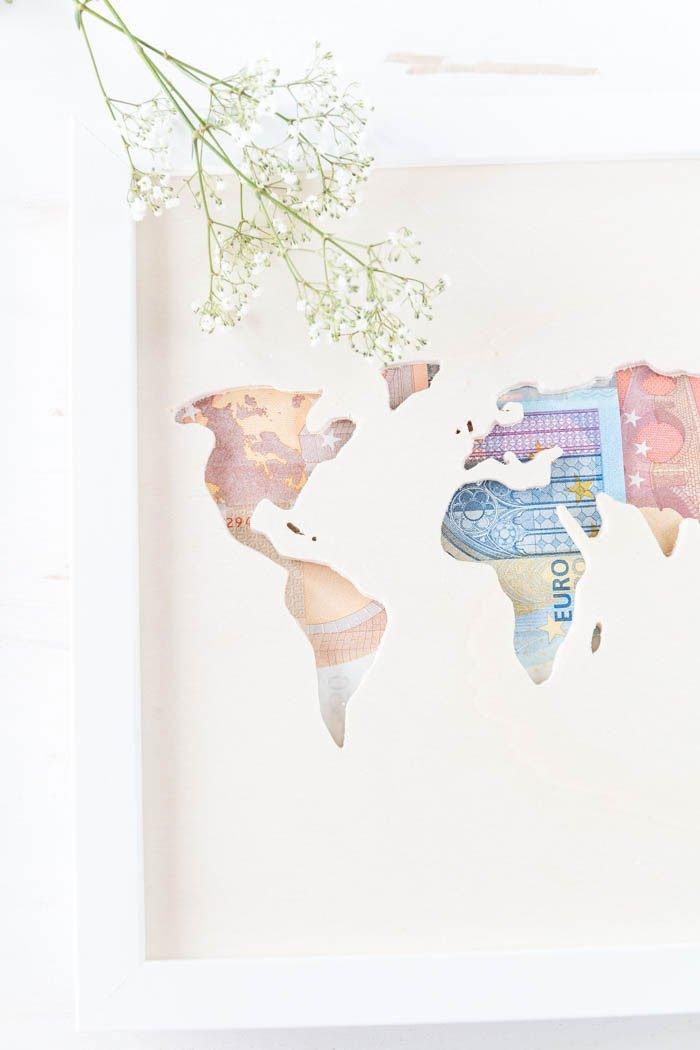 Geldgeschenk zur Hochzeit  Weltkarte aus Holz mit Geld