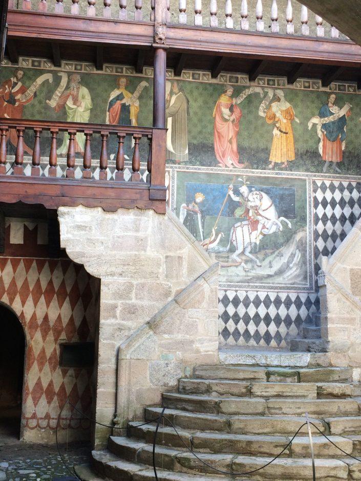 Fenis, les fresques de la cour intérieure