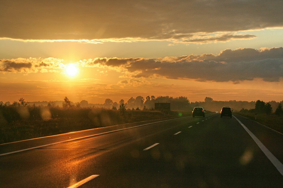Goldener Sonnenuntergang Autobahn Bild auf Leinwand