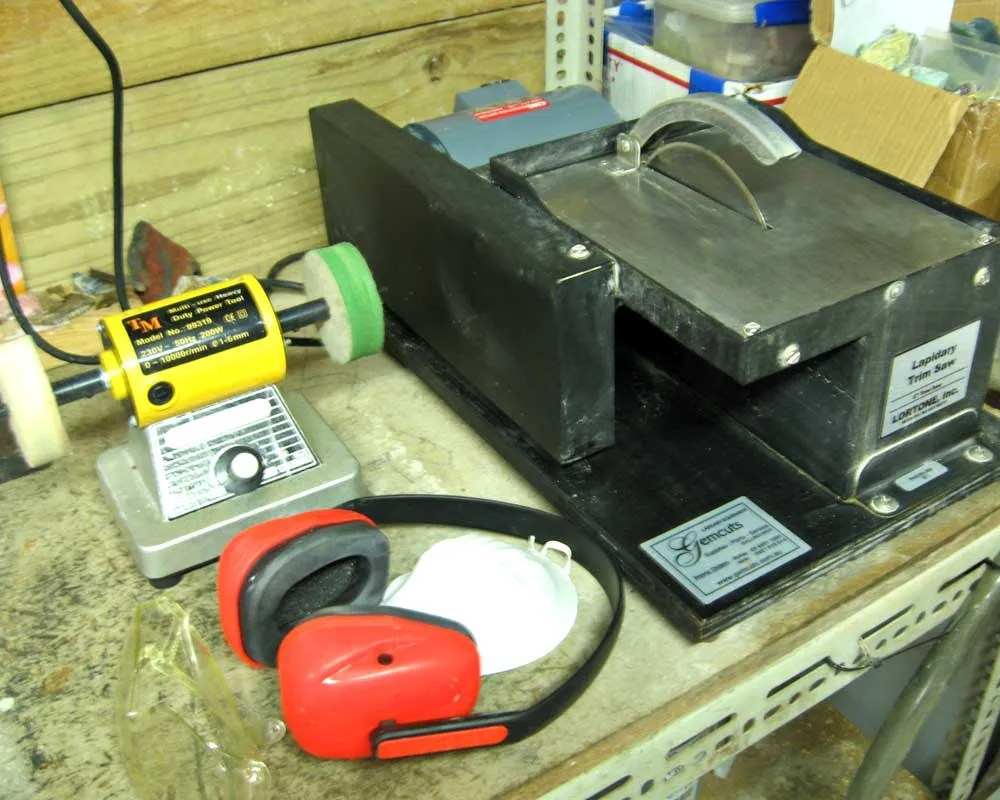 Trim-Saw_Polishing-Machine-with-Felt-Wheels