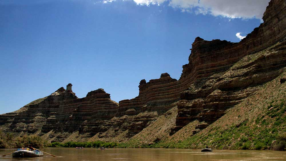 river-cliffs-whitewater-rafting-green-river-arta-river-trips-06