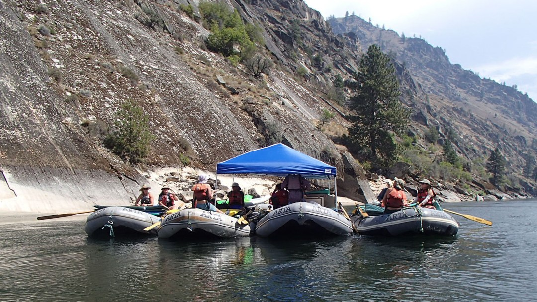 Floating lunch during the Idaho Rowing School on the Main Salmon with ARTA River Trips