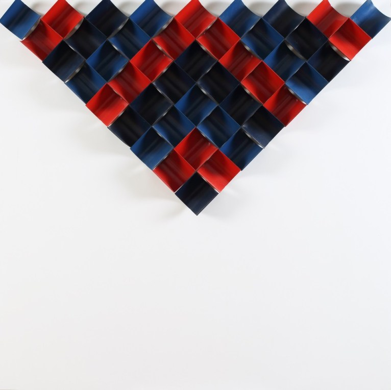 Ivan Picelj: CTS-I, 1966 - moduli di metallo dipinti di nero, rosso e blu su tavola dipinta di bianco, 90 × 90 × 7.5 cm | Photo: Damir Fabijani ć | Courtesy of Anja Picelj-Kosak and Ivan Picelj's Archives and Library, Museum of Contemporary Art Zagreb