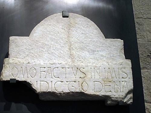 epigrafe commemorativa