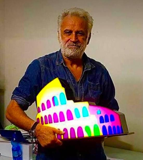 Il tempo di un Caffè con Marco Lodola tra luci e colori.