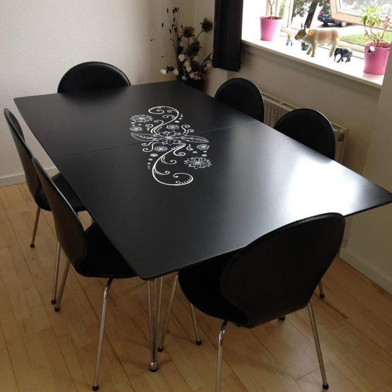 A fekete asztal dekoráció