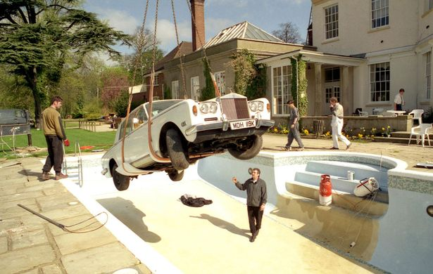 Michael spencer jones o fot grafo dos oasis verve e - Keith moon rolls royce swimming pool ...
